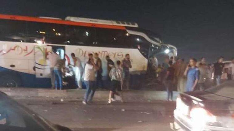 وفاة ثلاث أشخاص وإصابة 18 في تصادم أتوبيس وسيارة نقل بصحراوي الإسكندرية والنيابة تعاين الحادثة