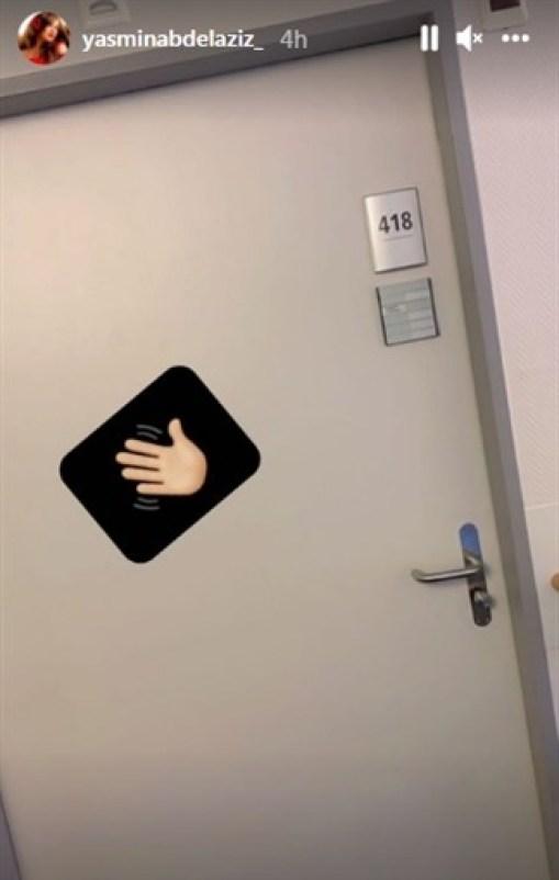 ياسمين عبد العزيز تودع غرفتها بالمستشفى في سويسرا بصورة