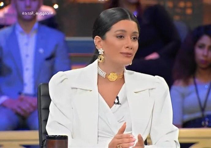 سينتيا خليفة تعلق علي حذف صورها من إنستجرام: مش أنا