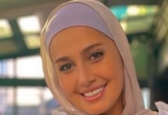 تعليق هنا شيحة على عودة شقيقتها حلا شيحة لارتداء الحجاب