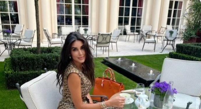 ياسمين صبري تغلق كل الحسابات المزيفة باسمها علي فيس بوك وتثير الجدل بأنوثتها