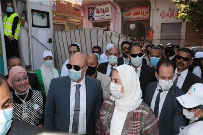 وزيرة التضامن تطلق حملة بالوعى مصر بتتغير للأفضل في بني سويف واستقبالها بالطبل والأغاني