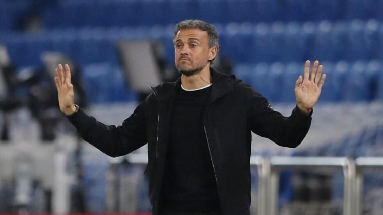لويس إنريكي يعلن قائمة منتخب إسبانيا باستخدام كروت فيفا في دوري أمم أوروبا