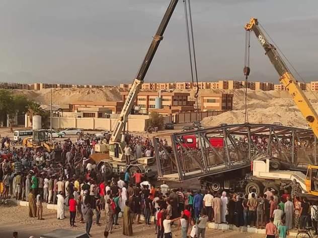 مصرع سائقين وإصابة آخرين بعد انهيار كوبري مشاة بجنوب سيناء
