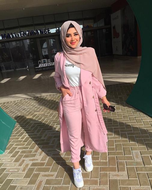 أزياء محجبات باللون الوردي لموضة 2021 - ملابس محجبات وردية