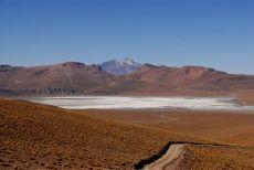 Laguna Morijón y volkan Uturuncu (6008m)