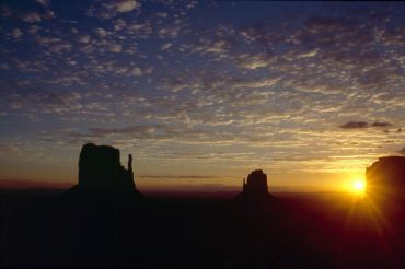 monument_valley_sunrise_1_4800