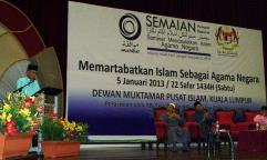 The President of Dewan Negara, H. E. Tan Sri Abu Zahar Ujang officiating the seminar.