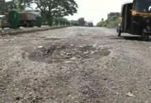 Photo of रस्त्याची दुरवस्था; 'शोले' चित्रपटाचे मिम्स वापरून सोशल मीडियावरही चर्चा