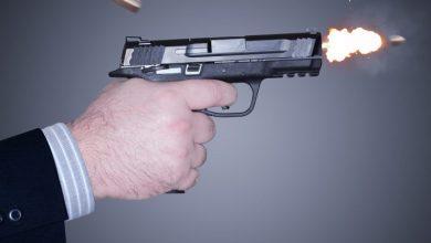Photo of 'त्या' गोळीबार प्रकरणास वेगळे वळण; मित्रांनी केले तरुणीसोबतचे फोटो व्हायरल