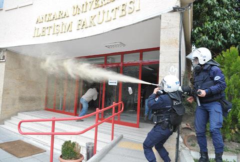 İfade özgürlüğünün ve akademik özerkliğin teminatı polis üniversitelerde.