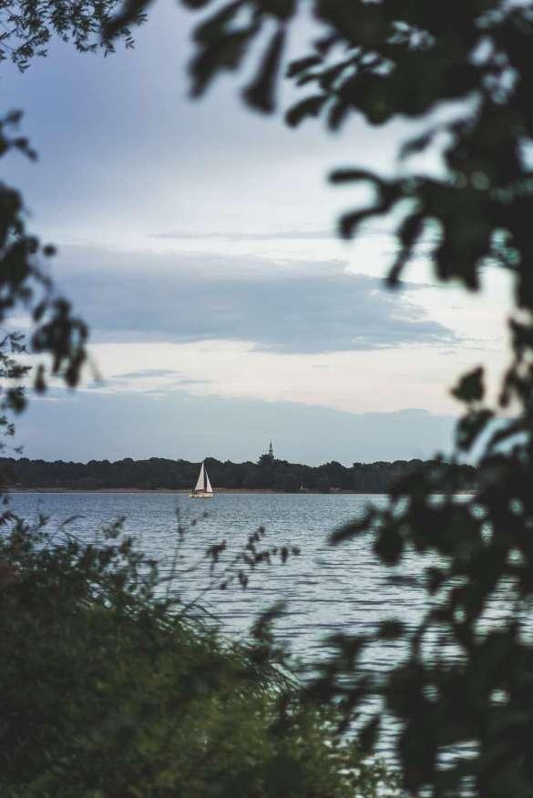 Segelboot auf dem Cospudener See