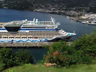St. Vincent - Blick auf Aida und in den Hafen