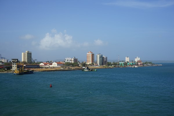 Einfahrt in den Hafen von Colon