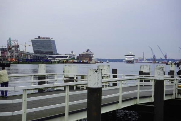 AIDAcara läuft in Kiel ein