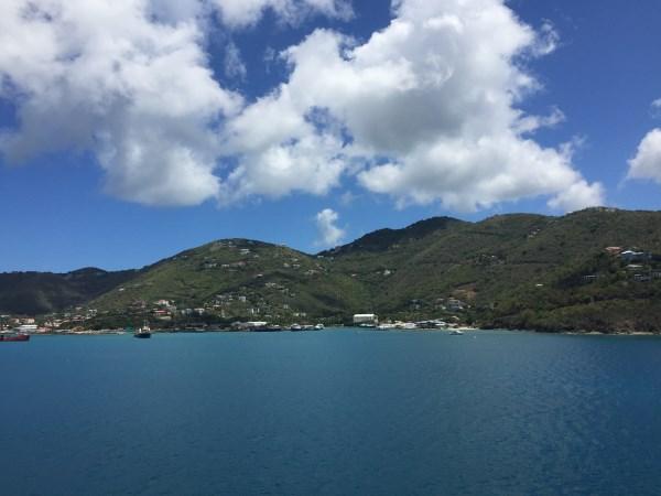 Insel Tortola gegenüber vom Hafenterminal