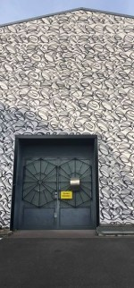 Kalligrafisch gestaltete Gebäudefassade von Stohead - Everybody
