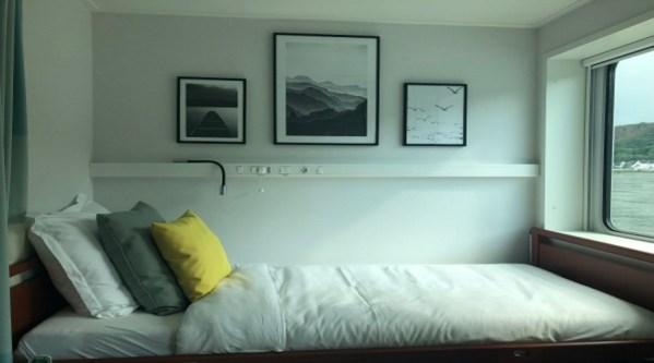 Bett mit Flussblick
