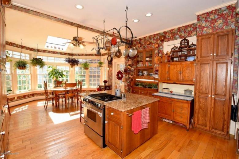Thomas kitchen