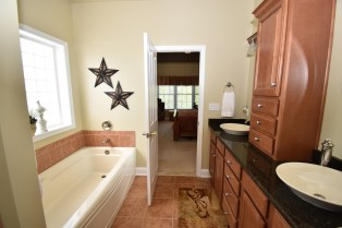 12 Master Bathroom (6)