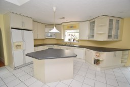 6 Kitchen and Family Room (3)