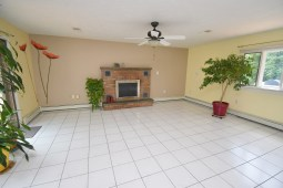 6 Kitchen and Family Room (8)