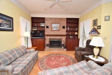 7 Family Room (1)