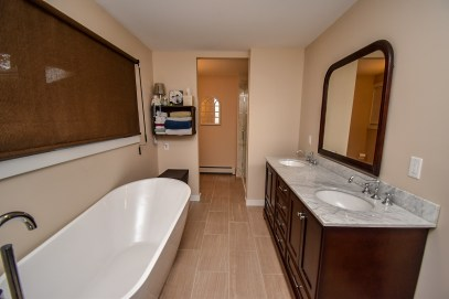 13 Master Bathroom (2)