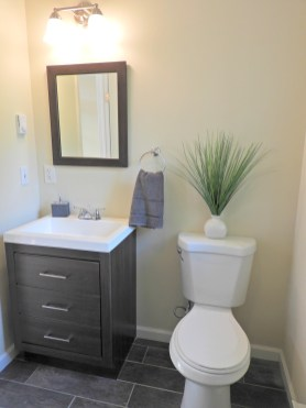 10 2nd Bathroom (2)
