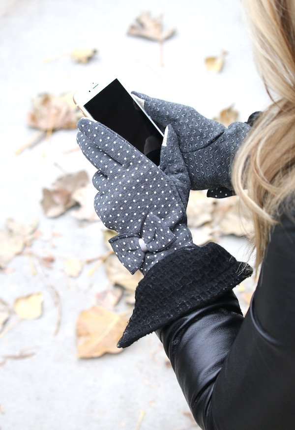 bow-gray-polka-dot-touch-scree-gloves