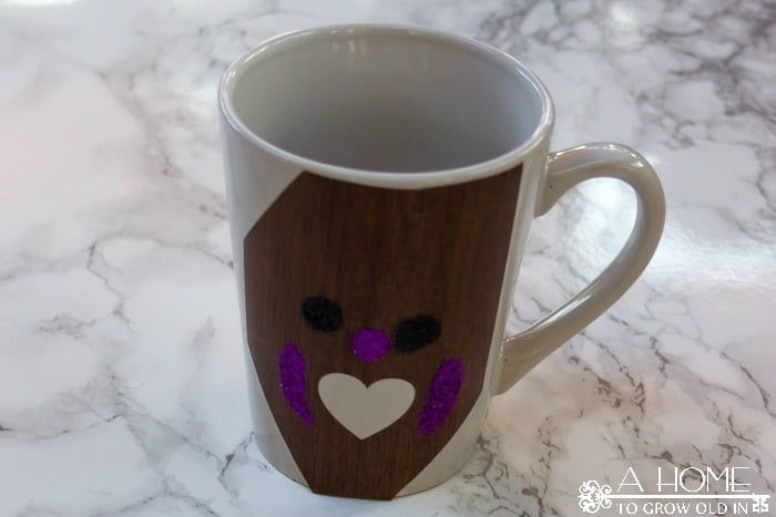 How cute are these glitter coffee cups? They are much easier to make than they look. And, who wouldn't want to receive one as a gift? Includes the Silhouette cut file as a free download. AHomeToGrowOldIn.com