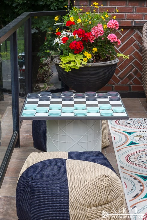 Easy instructions for an oversized mason jar checkerboard game that is perfect for some outdoor fun and entertainment this summer! Both kids and adults will love it! Save it for later so you don't forget it!