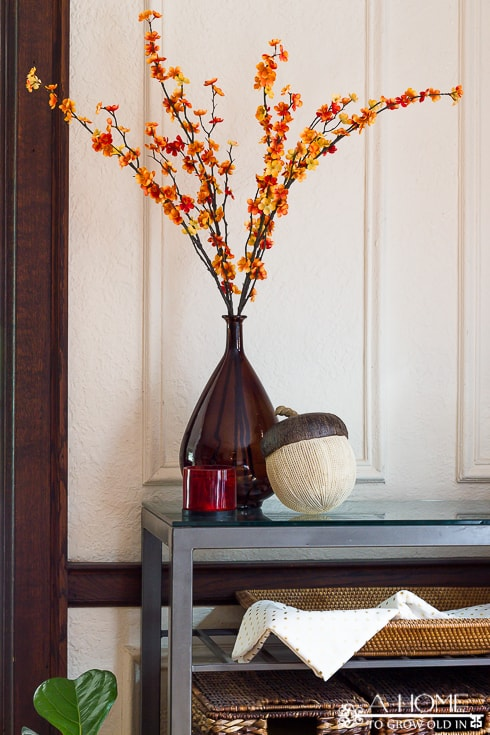 Such a simple, but beautiful fall floral display. I can't get over how much great fall home decor inspiration there is here! Definitely pinning for later!