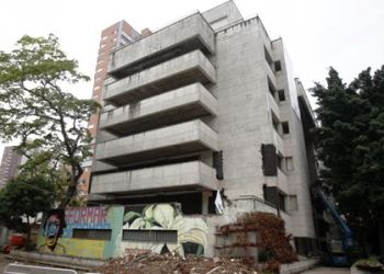 Medellín se deshace del edificio Mónaco, símbolo del poder de Pablo Escobar