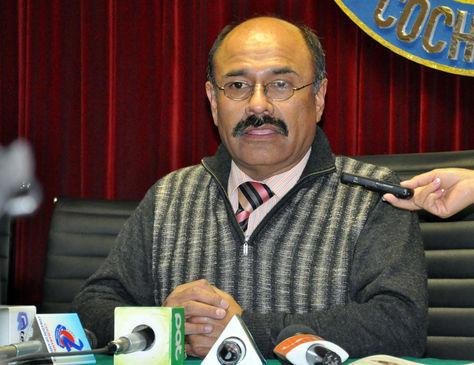 El ministro de Salud, Aníbal Cruz, en conferencia de prensa. Foto- Archivo-La Razón