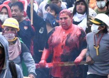 La alcaldesa de Vinto, Patricia Arce, durante las agresiones que sufrió durante la crisis postelectoral. Dico Solís