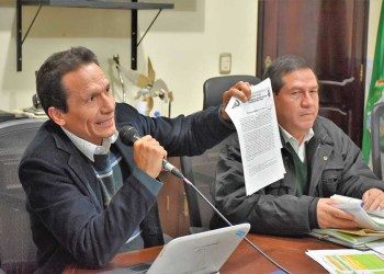 José Luis García, secretario del municipio junto al Alcalde Ramiro Vallejos. Foto archivo.