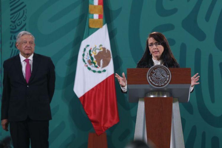 La directora del Consejo Nacional de Ciencia y Tecnología, María Elena Álvarez-Buylla, en rueda de prensa con el presidente Andrés Manuel López Obrador, este martes.   SÁSHENKA GUTIÉRREZ / EFE