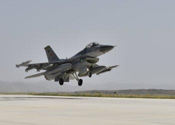 28/06/2020 Un avión de combate F-16 turco durante la maniobra de despegue POLITICA EUROPA TURQUÍA MINISTERIO DE DEFENSA DE TURQUÍA