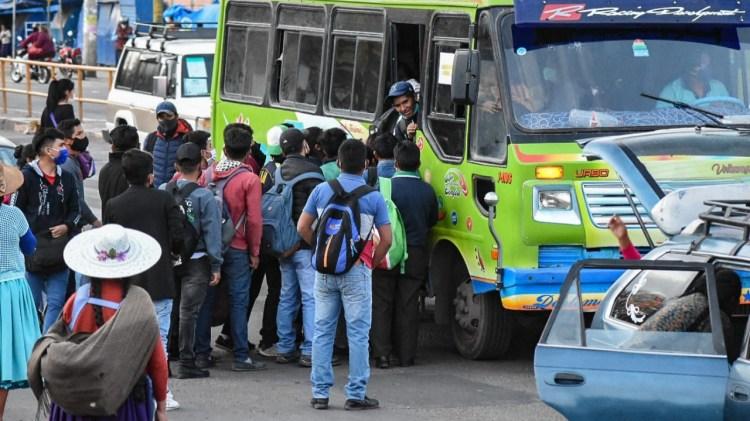 El servicio de transporte en Cochabamba con personas que no respetan las medidas de bioseguridad. DICO SOLÍS