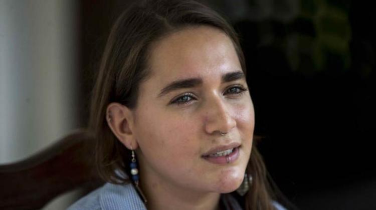 Josefina Dávila Vigil, hermana de Tamara Dávila, habla durante una entrevista con Efe.   EFE