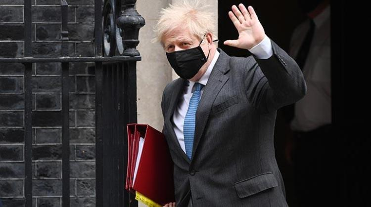 Boris Johnson sale de su residencia oficial en Downing Street. | EFE