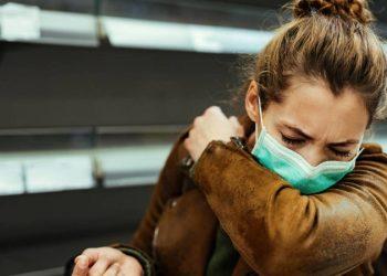 Estornudar puede ser síntoma de Covid-19