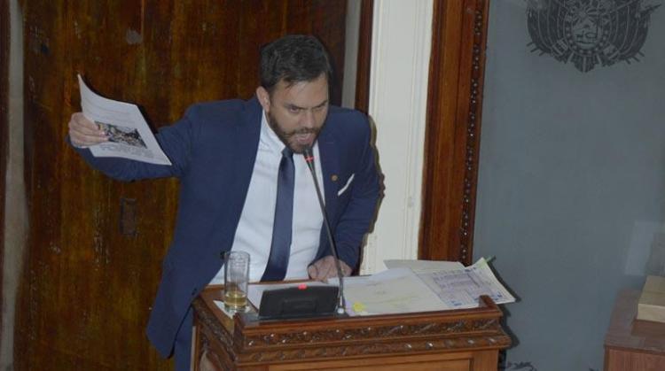 El ministro de Gobierno, Eduardo del Castillo, durante su interpelación en la ALP. | APG
