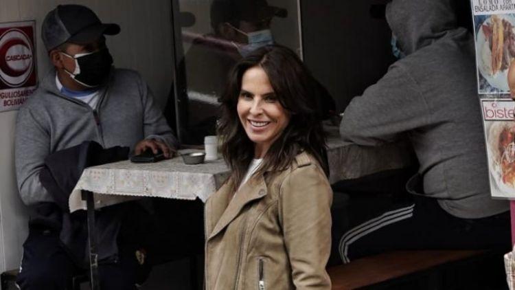La actriz mexicana Kate del Castillo, en el mercado Lanza este miércoles. / Foto: Freddy Barragán, Página Siete