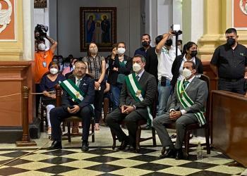 De izquierda a derecha: Luis Fernando Camacho Vaca, Gobernador de Santa Cruz; Zvonko Matkovic Ribera, presidente de la Asamblea Legislativa Departamental y Rómulo Calvo, presidente del Comité Cívico Pro Santa Cruz.