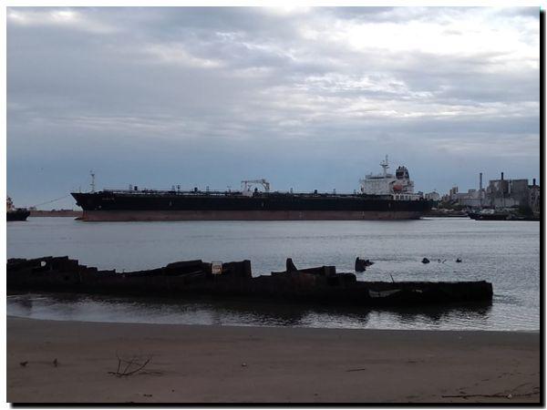 PUERTO QUEQUÉN: Llegó el buque de mayor eslora