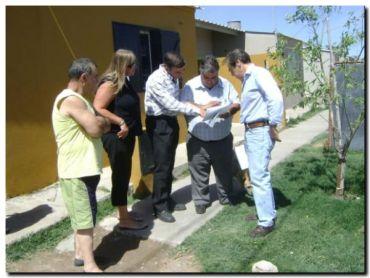 QUEQUÉN: Funcionarios del Ministerio de Planificación Federal en el Barrio Nº 6