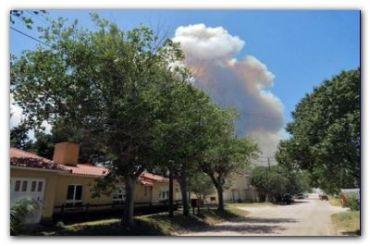 TRES ARROYOS: Se agrava la situación por el incendio que afecta al vivero de Claromecó