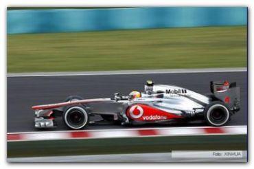 "F-1: El inglés Hamilton logró la ""pole position"" bajo la lluvia en Australia"
